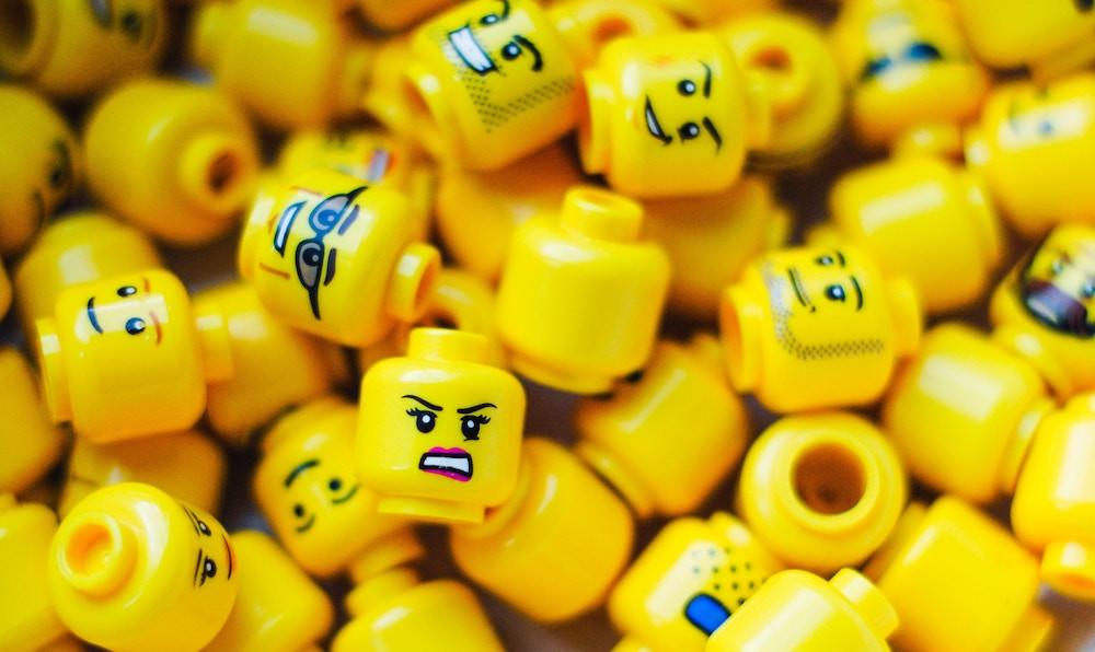 pile of mini figure heads