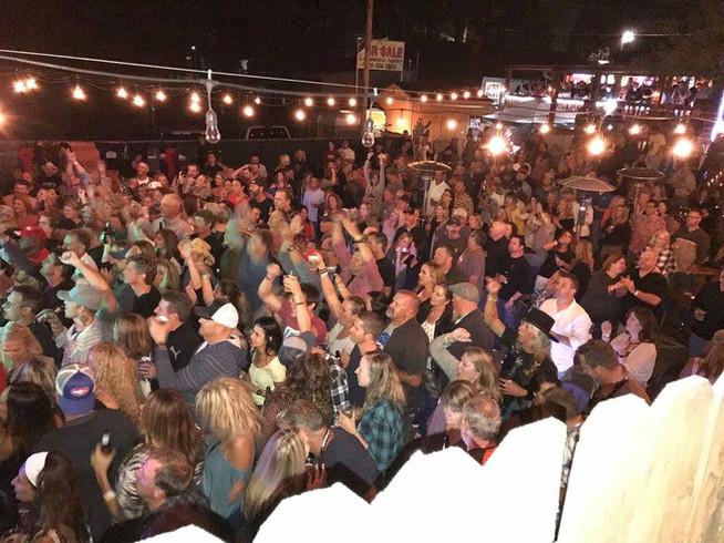 Den crowd.jpg