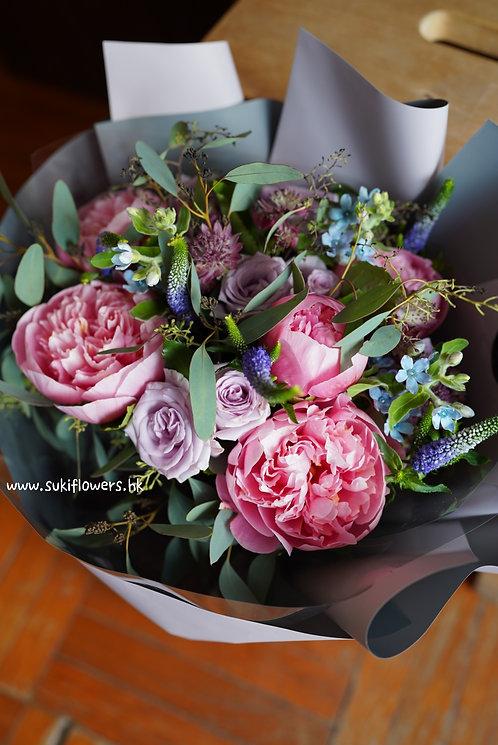 大牡丹藍星花玫瑰鮮花花束