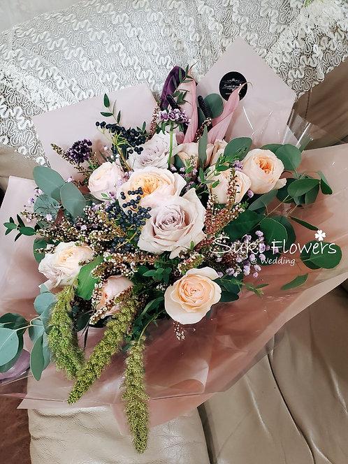 庭園玫瑰紫掌襯花鮮花花束