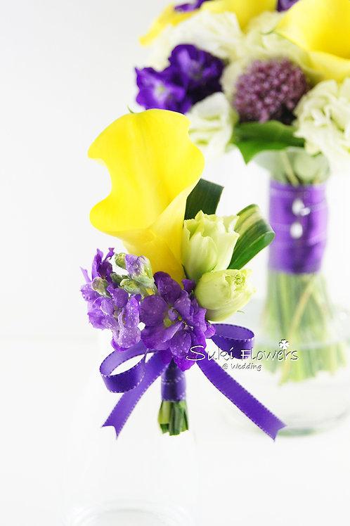 黃色馬蹄蘭鮮花襟花