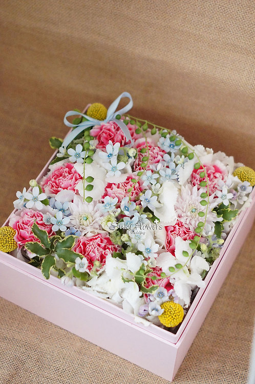 絞剪蘭康乃馨繡球桔梗鮮花Flowers Box