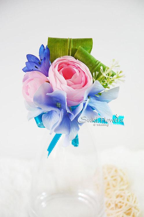 粉紅牡丹藍繡球襟花