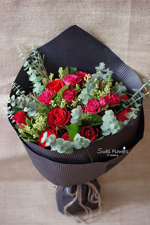 10枝紅玫瑰小玫瑰襯花鮮花花束