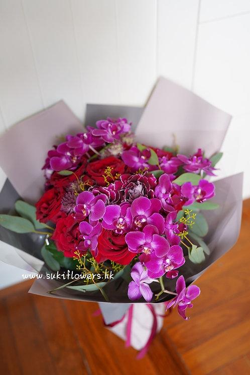 蝴蝶蘭玫瑰鮮花花束