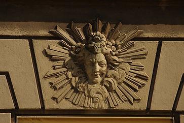 Château de Bétange masque soleil