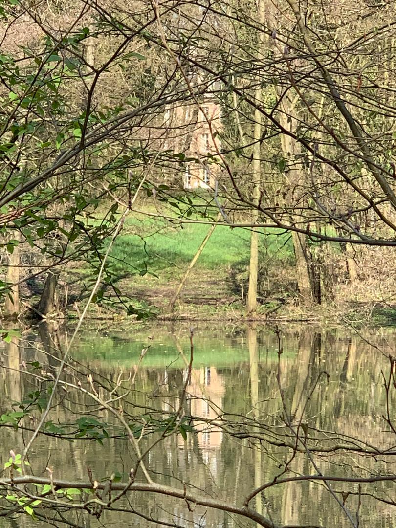 Reflet du Château de Bétange sur le deuxième étang