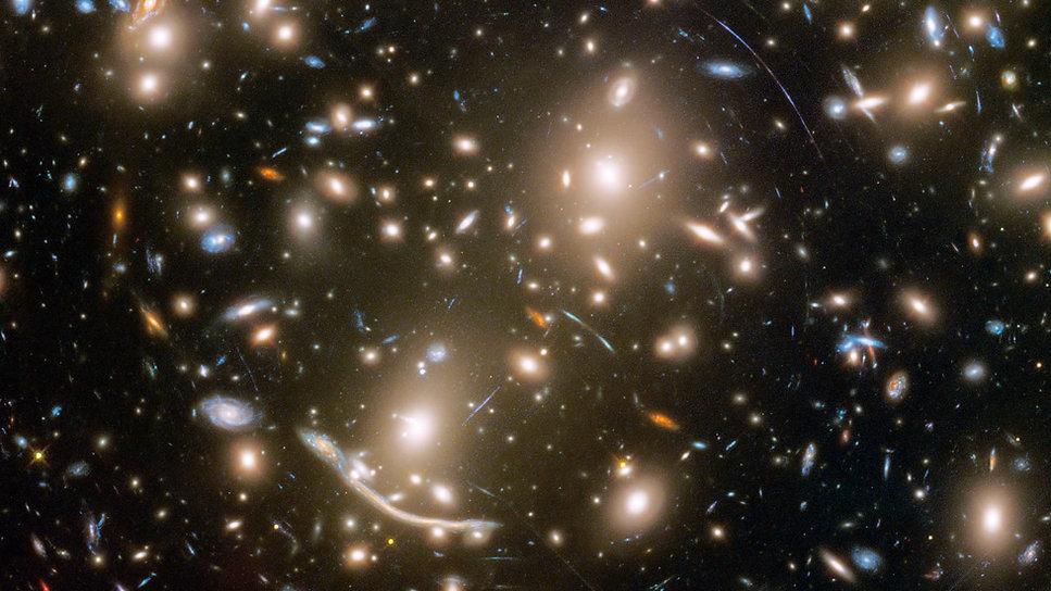 Gravitationslinse.jpg