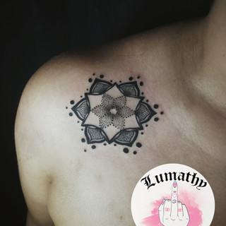 Illustration blackwork dotwork graphique ornemal nantes tattoo tatouage magie sorcière Lumathy