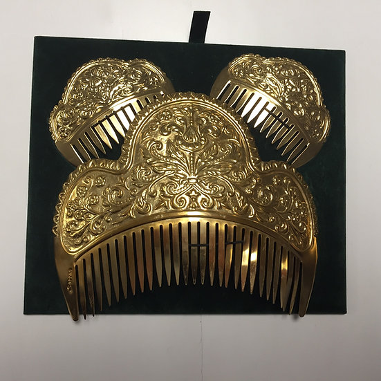 Peineta cincelada oro
