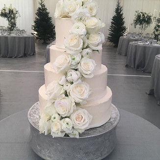 The final wedding cake of the year. Sign
