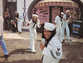 "Tapas que dicen cosas: ""Muscle of Love"" Alice Cooper (1974)"
