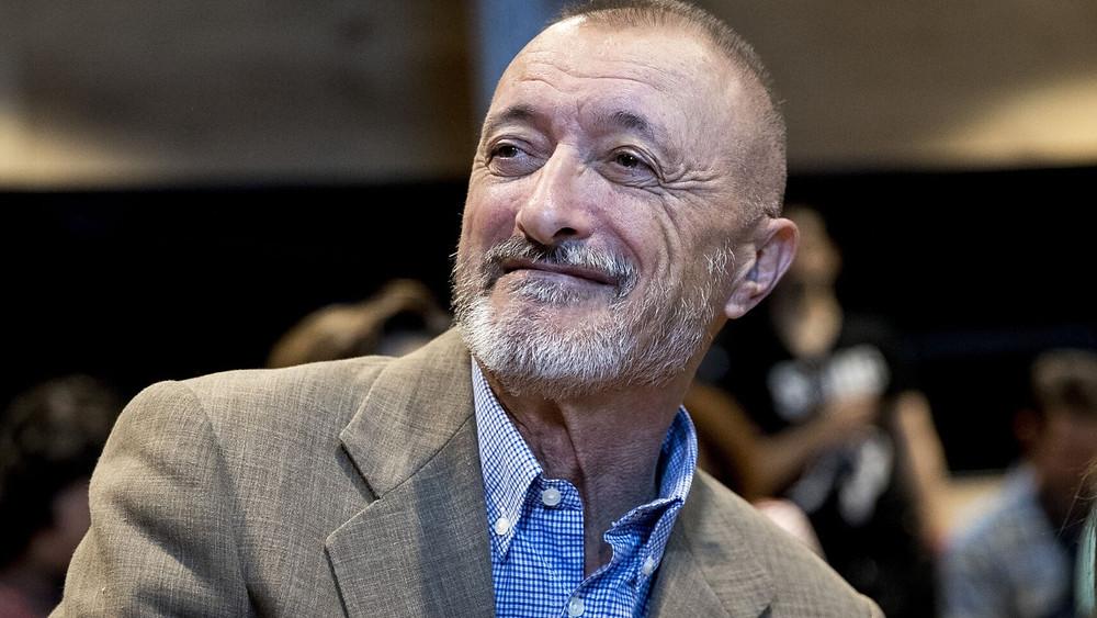 Arturo Pérez Reverte - Periodista español.