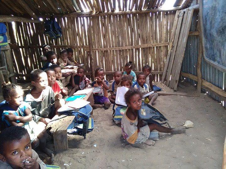 children waiting for class_Satrie.jpg