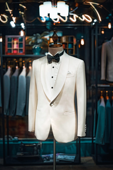 Tailor-made Tuxedo in White with Shawl Lapel