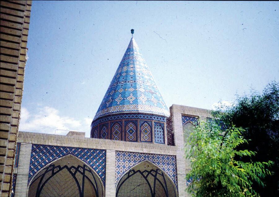 İran'da Hz. Ömer'in katili için dikilen Ebu Lü'lüe Türbesi