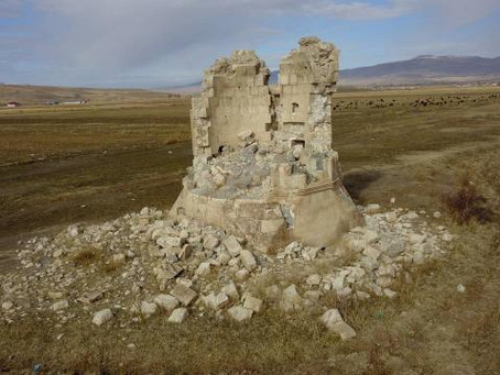Van'da depremde hasar gören 600 yıllık kümbet restore edilecek