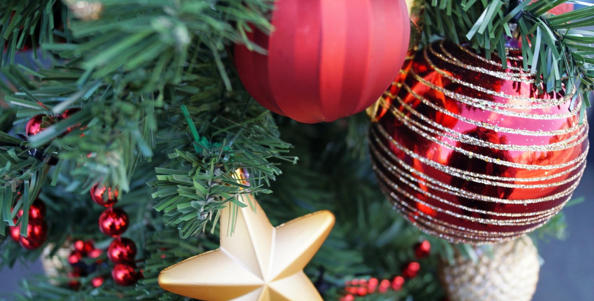 Kerstboog buiten detail 1 kerstboom