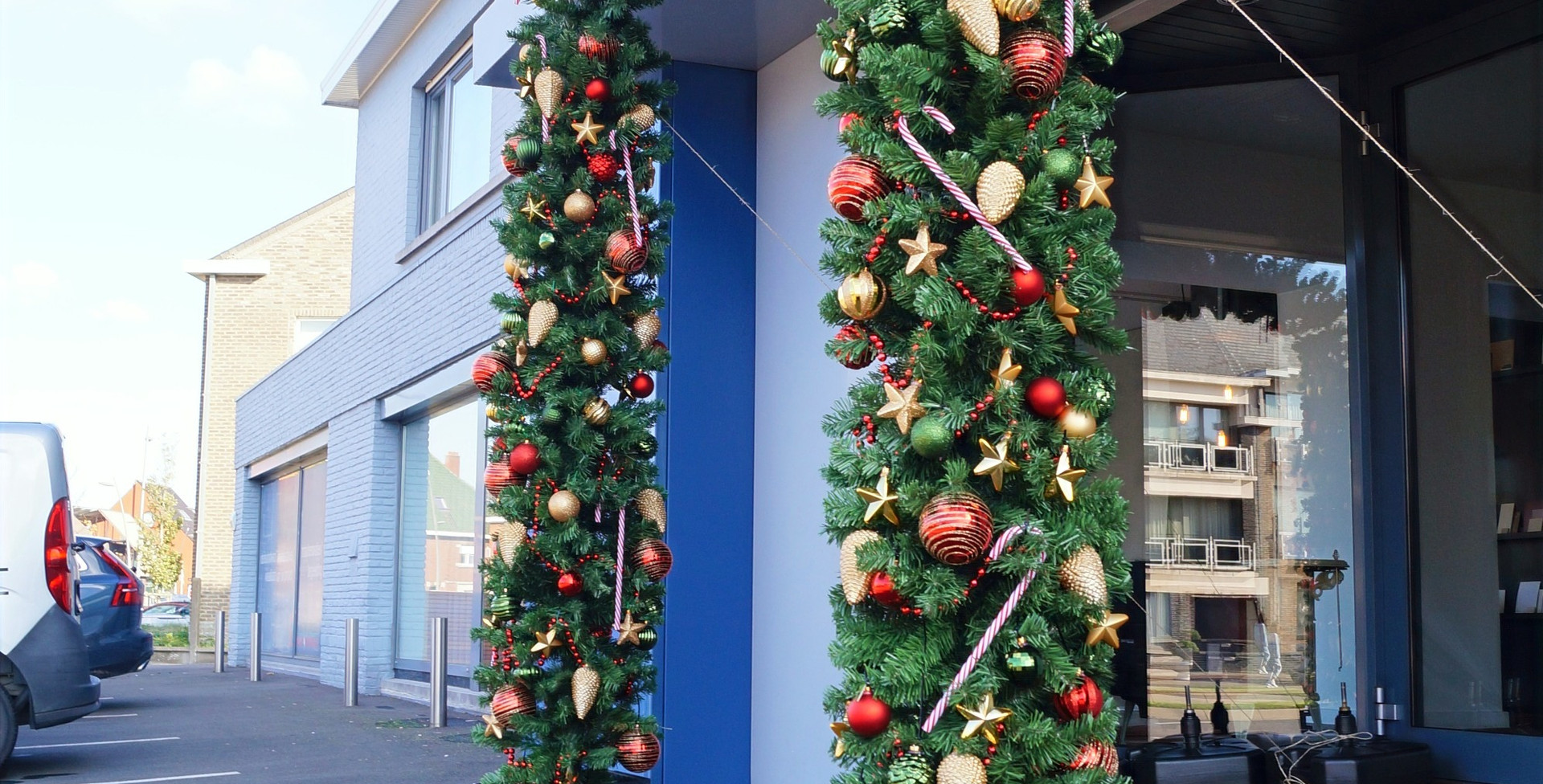 Kerstboog buiten zijaanzicht kerstboom