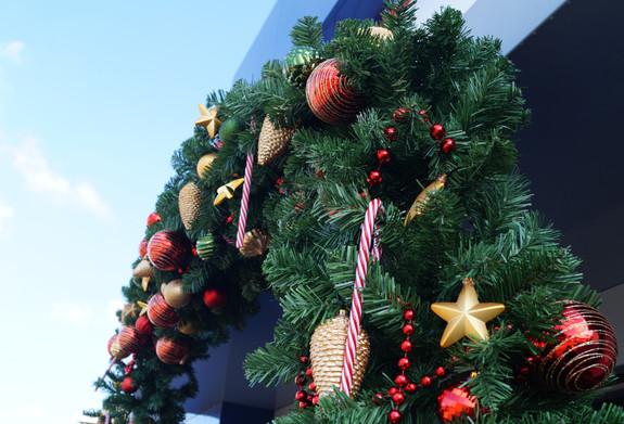 Kerstboog buiten bovenaanzicht kerstboom