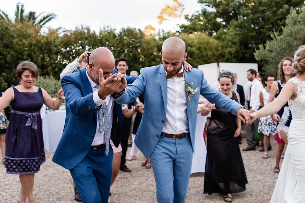 danse traditionnelle grecque mariage orthodoxe en arles mas des thyms - les moments d ou