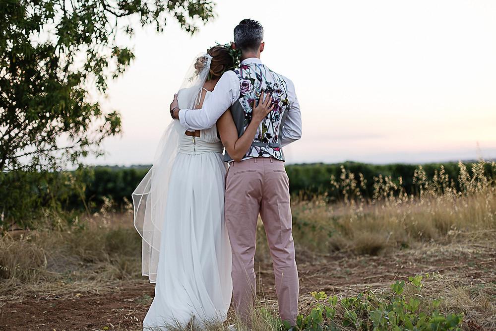 photos couple dans les vignes au domaine fon de rey - les moments d'où photographie