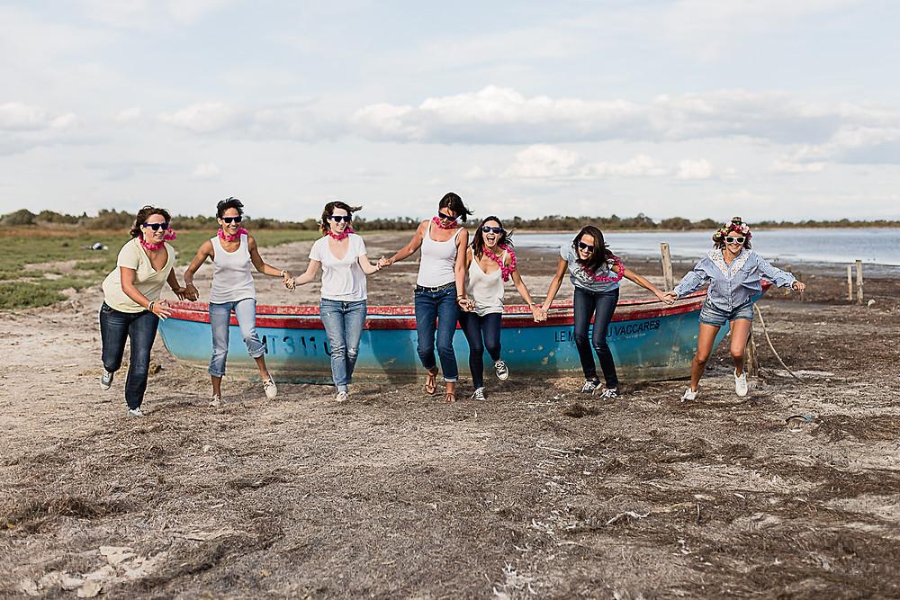 les-moments-d-ou-photographe-evjf-camargue-barque-etang-vaccares