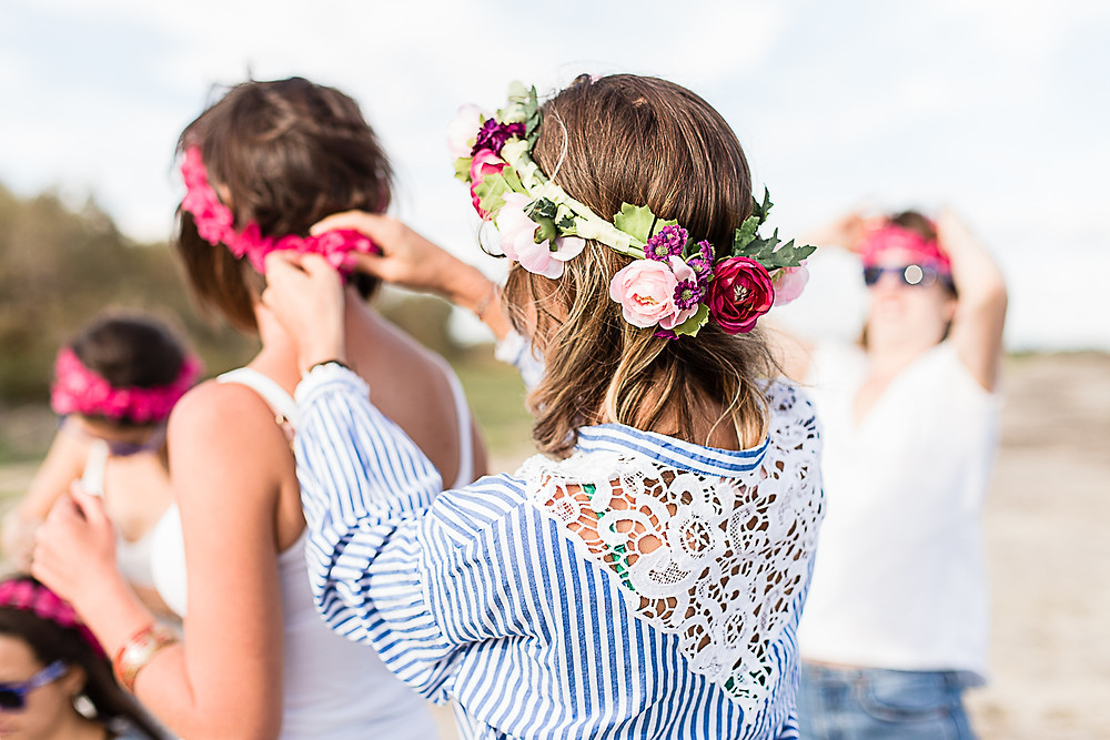 les-moments-d-ou-photographe-couronne-fleurs-evjf-camargue