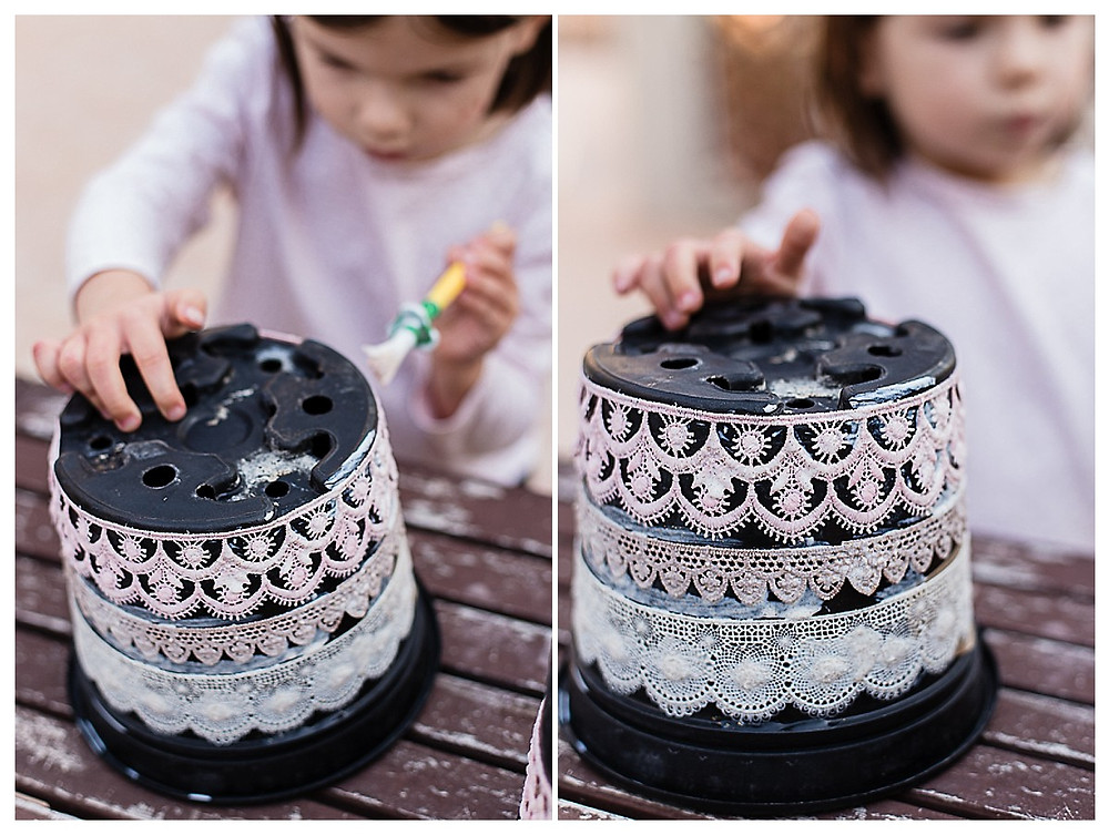 les-moments-d-ou_photographe-enfant_anniversaire-princesse_preparatif-couronnes