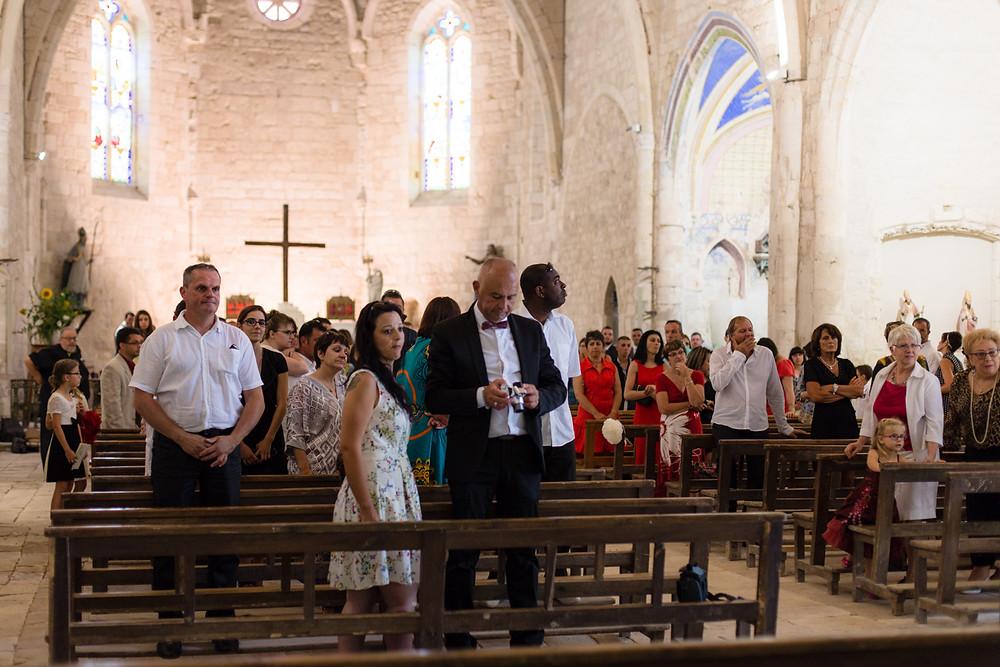 mariage champêtre dans l'église de Vieux, Tarn, les moments d'où - photographie