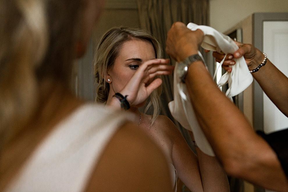 les-moments-d-ou-mariage-franco-marocain-mas-saint-florent-arles-préparatifs-habillage