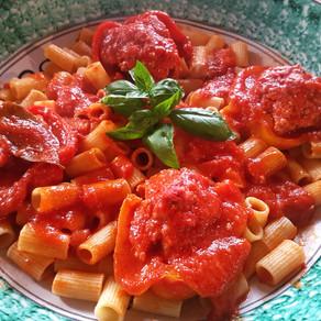 Primi piatti golosi: rigatoni con peperoni ripieni