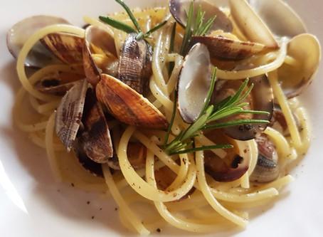 Spaghetti con Vongole e Rosmarino