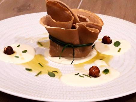 Fagottini di farina di castagne con zucca, funghi, nocciole, su fonduta di parmigiano e fontina