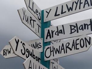Dysgu Cymraeg (Learning Welsh)