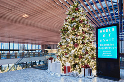 Christmas decorations: Hyatt Regency Chicago
