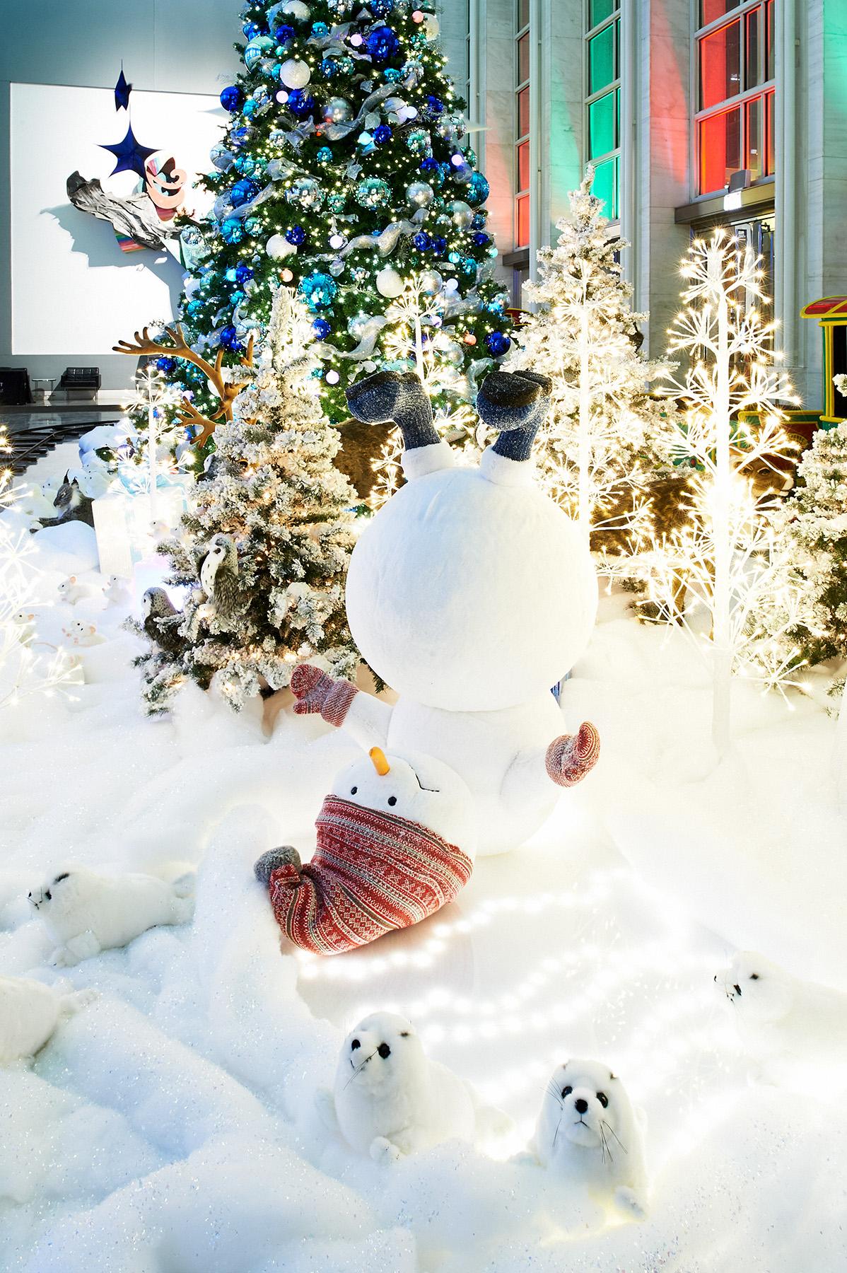 Topsy turvy snowman: Hyatt Regency Chicago