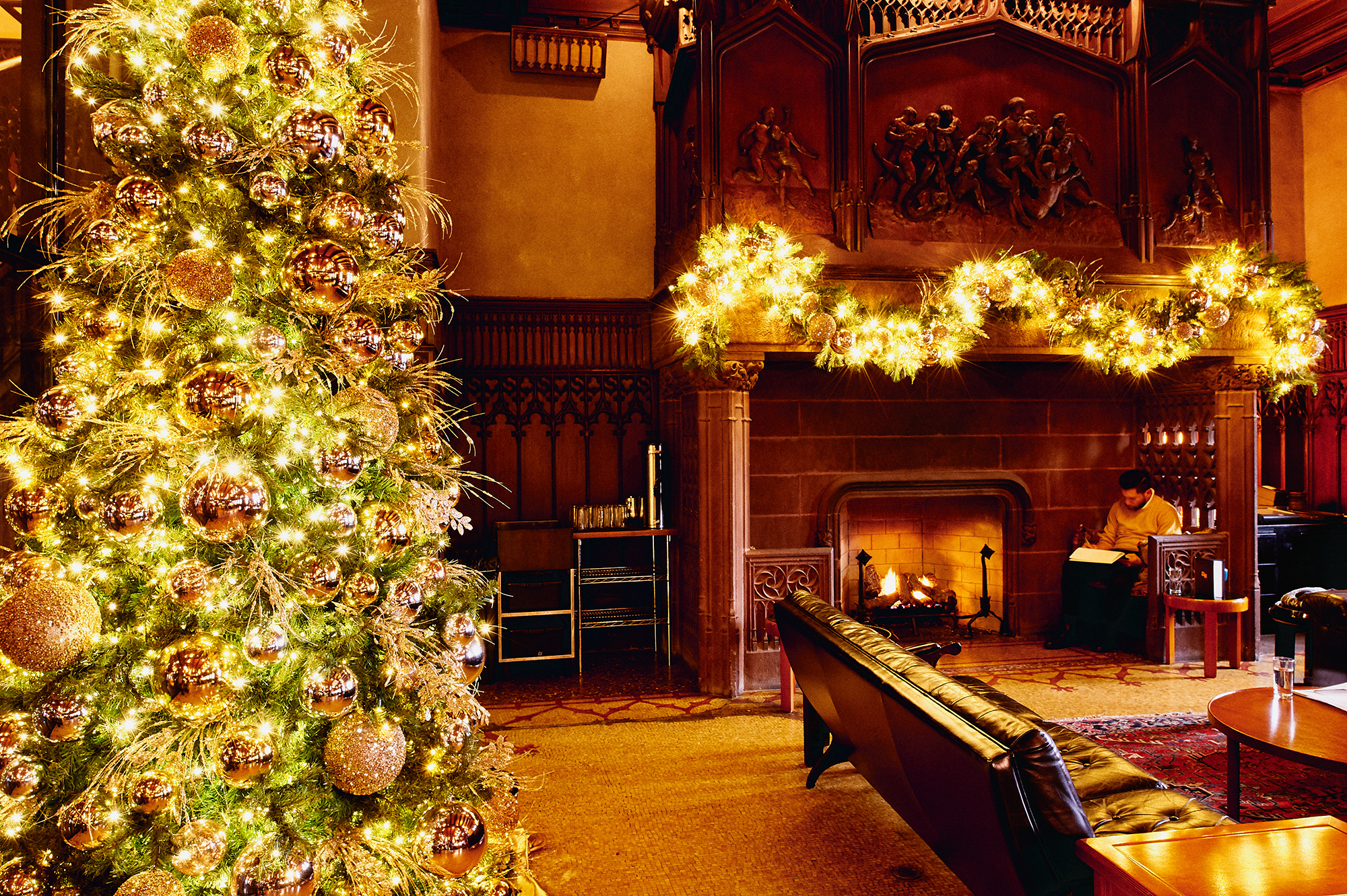 Christmas scene: Chicago Athletic Association Hotel