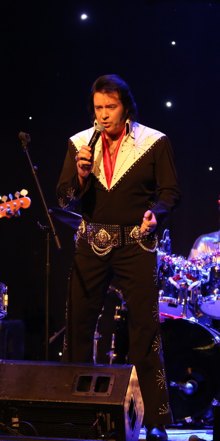 Robert McArthur as Elvis