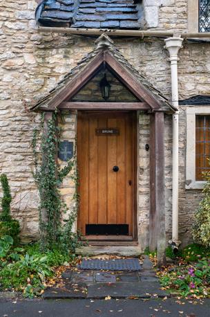 26 - Door detail
