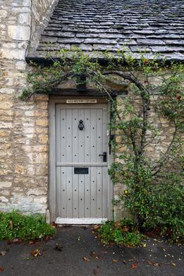 39 - Door detail
