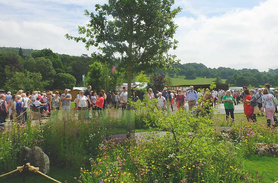crowd looking at award winning garden desgn chatsworth flowe show
