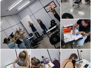 Acadêmicas de pedagogia confeccionam atividade diferenciada