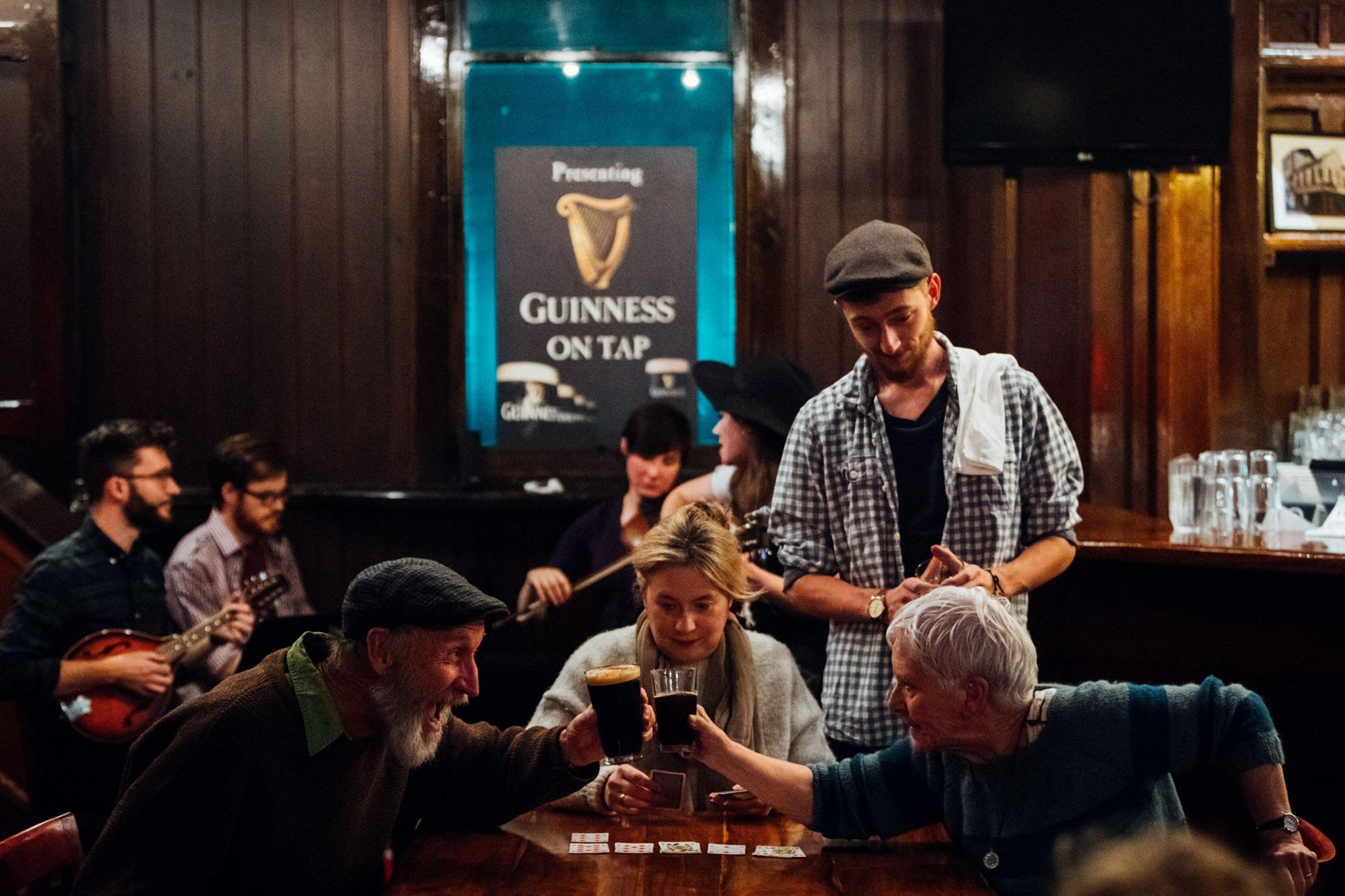Three Nights at the Green Barrow Pub - Ensemble