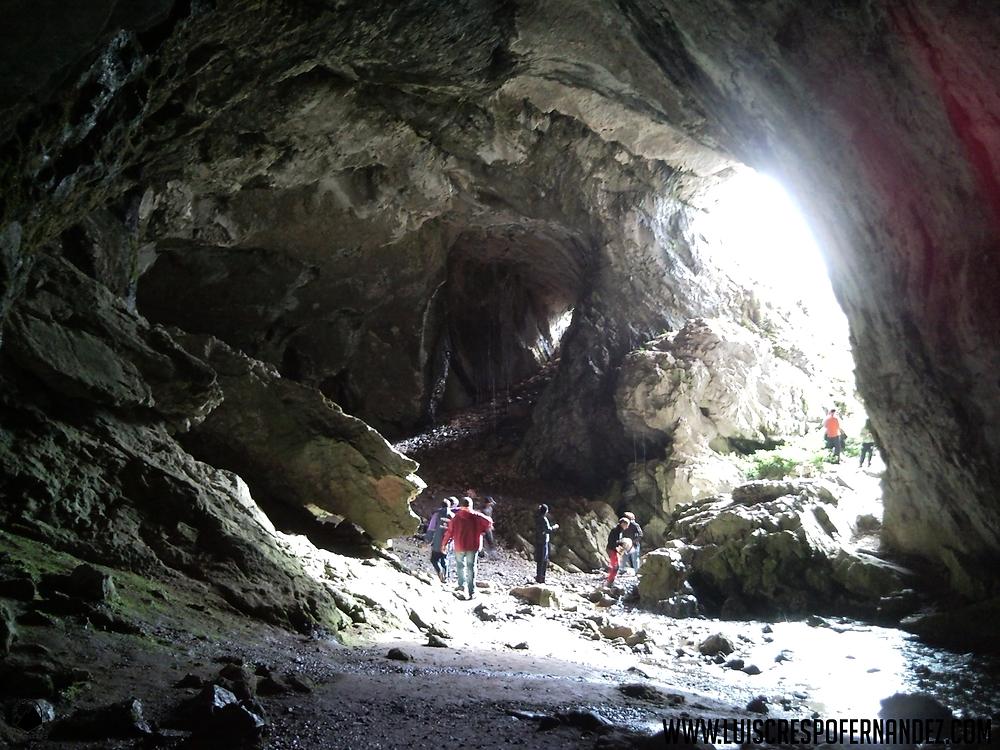vista desde el interior de la cueva del cobre, lugar cercano al nacimiento del río Pisuerga