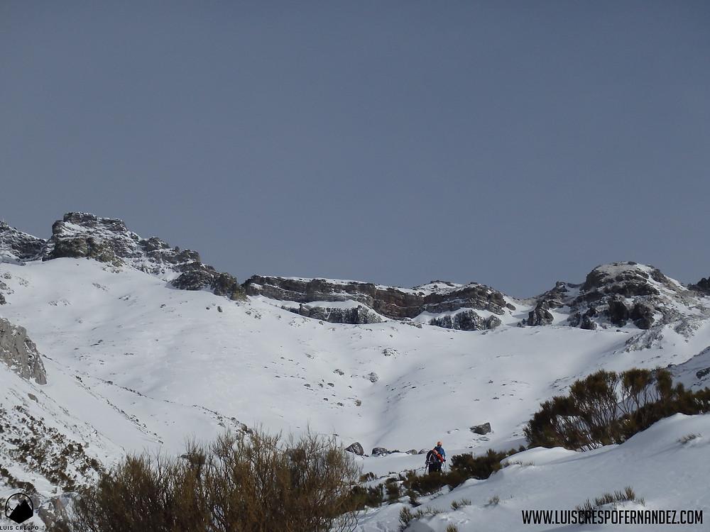 Vistas de la Sierra de Peña Labra con las imponentes caras nortes de los picos Tres Mares y Cuchillón.
