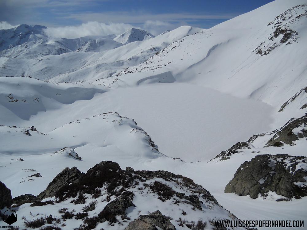 Pozo de las Lomas cubierto por un manto de nieve.