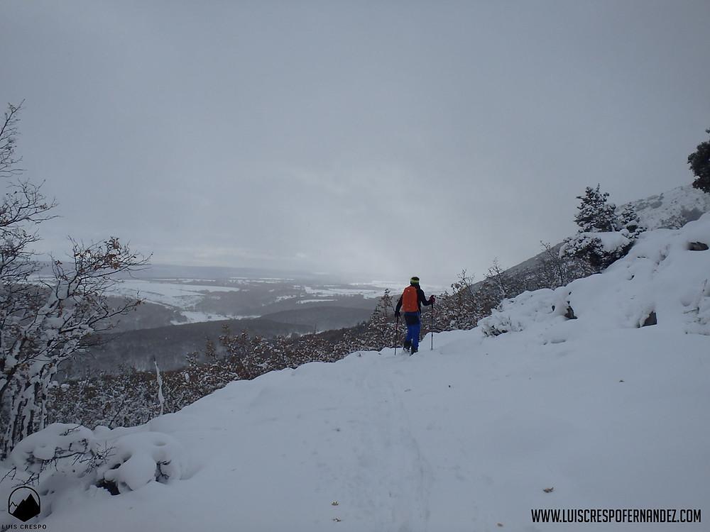 Ascendiendo al Pico Almonga, llegando a las cercanías del Collado del Brezal.