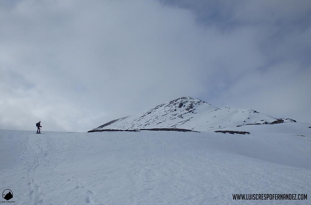 Últimos metros de ascenso antes de coronar la cima del Pico Fraile.