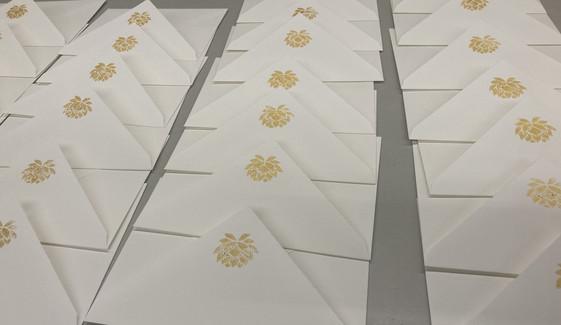 Couvert mit goldiger Lotusblüte